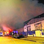 Un incendio en Venta de Baños destruye una nave  de  subproductos del Grupo Siro